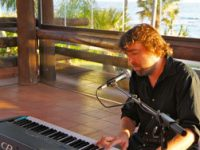 Michael_Piano_Close