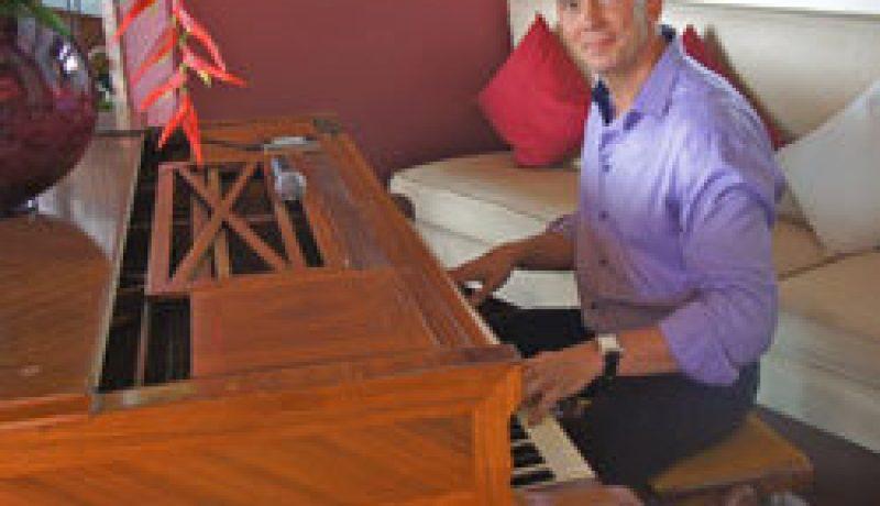 Tomas piano vocals