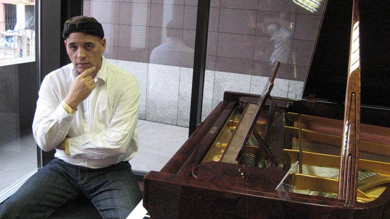 Victor_Christian_piano_2